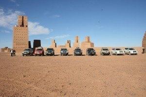 Nuestro guia se adapta a tus gustos, ¿Monumentos? por supuesto, en el desierto hay varios monumentos colosales en medio de la nada, concepto Land art.