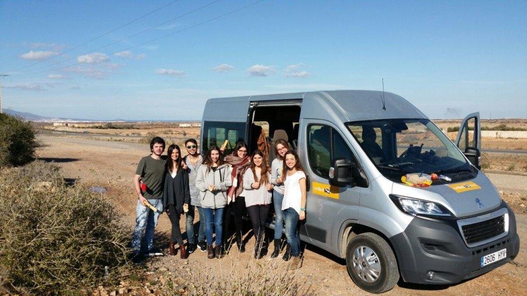 El bus sera del tamaño necesario en función de los participantes, siempre español y con guía acompañante.