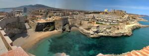 Melilla la vieja es una ciudadela fortificada, totalmente restaurada con siglos de historia y vistas fantásticas, Es mas que recomendable disponer de 2 horas para recorrer sus cuevas, museos y rincones con un guía o por tu cuenta