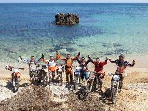La ruta discurre entre dunas de arena de playa, y caminos de montaña en los alrededores de Melilla.