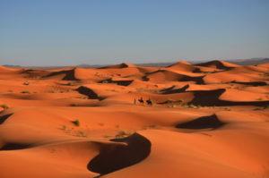 Nuestros Albergues estan a pie de del Mar de dunas de Erg Chebbi, posiblemente el desierto de arena mas bello del mundo..